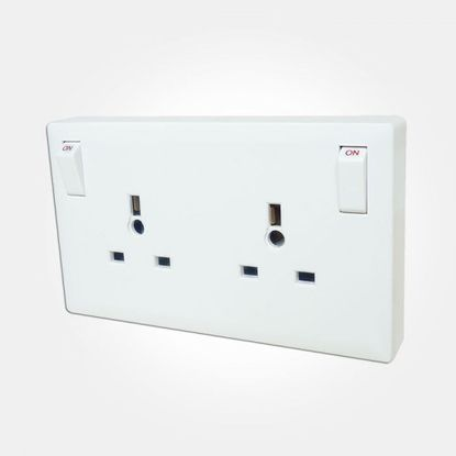 Picture of 13A 1 Gang to 2 Gang Switched Converter Socket - White